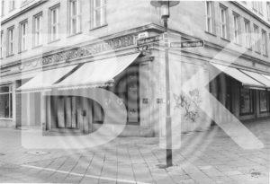 Ehemaliger Fischladen ehem. Wilhelm-Pieck-Alle, jetzt Ernst-Reuter-Allee, 2002